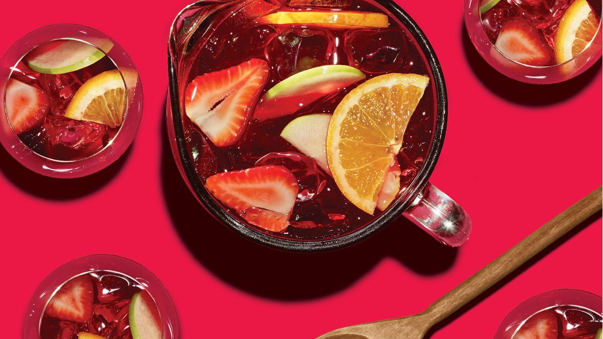 Sangria・red with berries or white with peaches